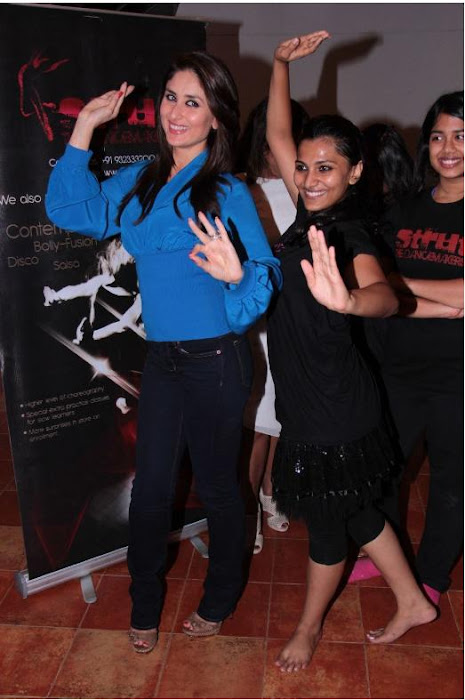 kareen kapoor dancing at strut dance academy event mumbai