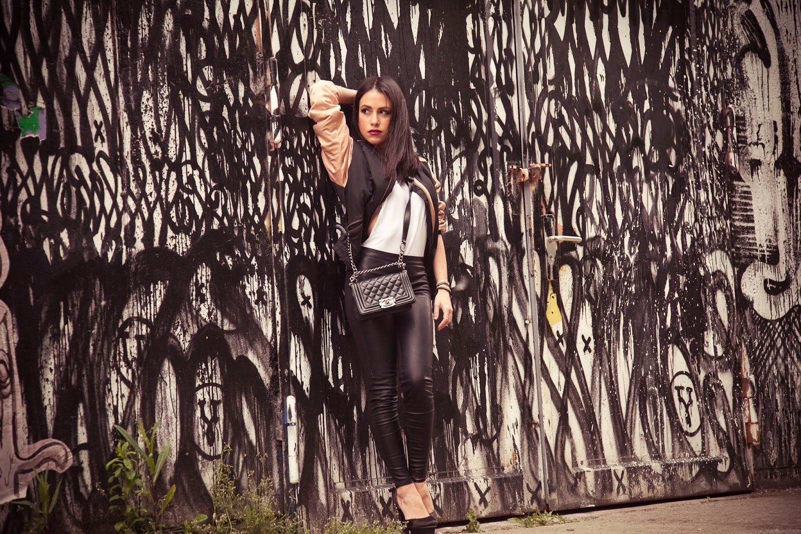 berlingraffiti-outfit-ootd-black-leather-chicetoile