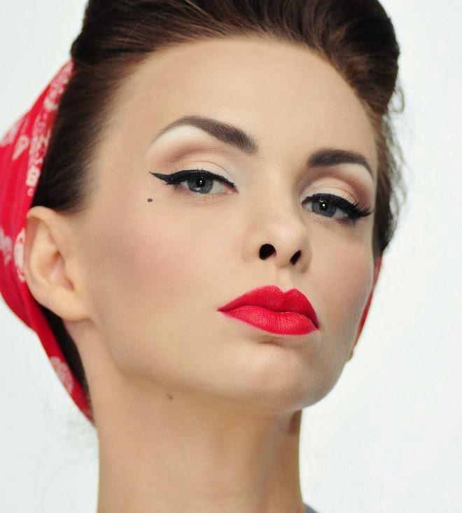 Camila Ferreira Pin-Up Collection