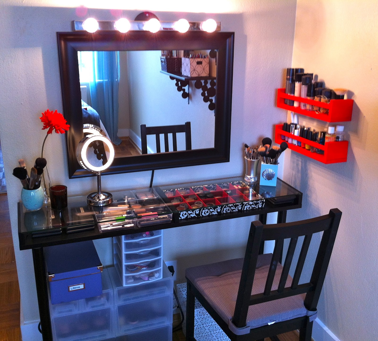 DIY Vanity Tables http://ohlv.blogspot.com/2012/05/my-diy-makeup-vanity.html