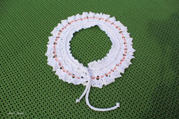 gunadesign guna andersone White Peter Pan crochet lace collar with pink beads