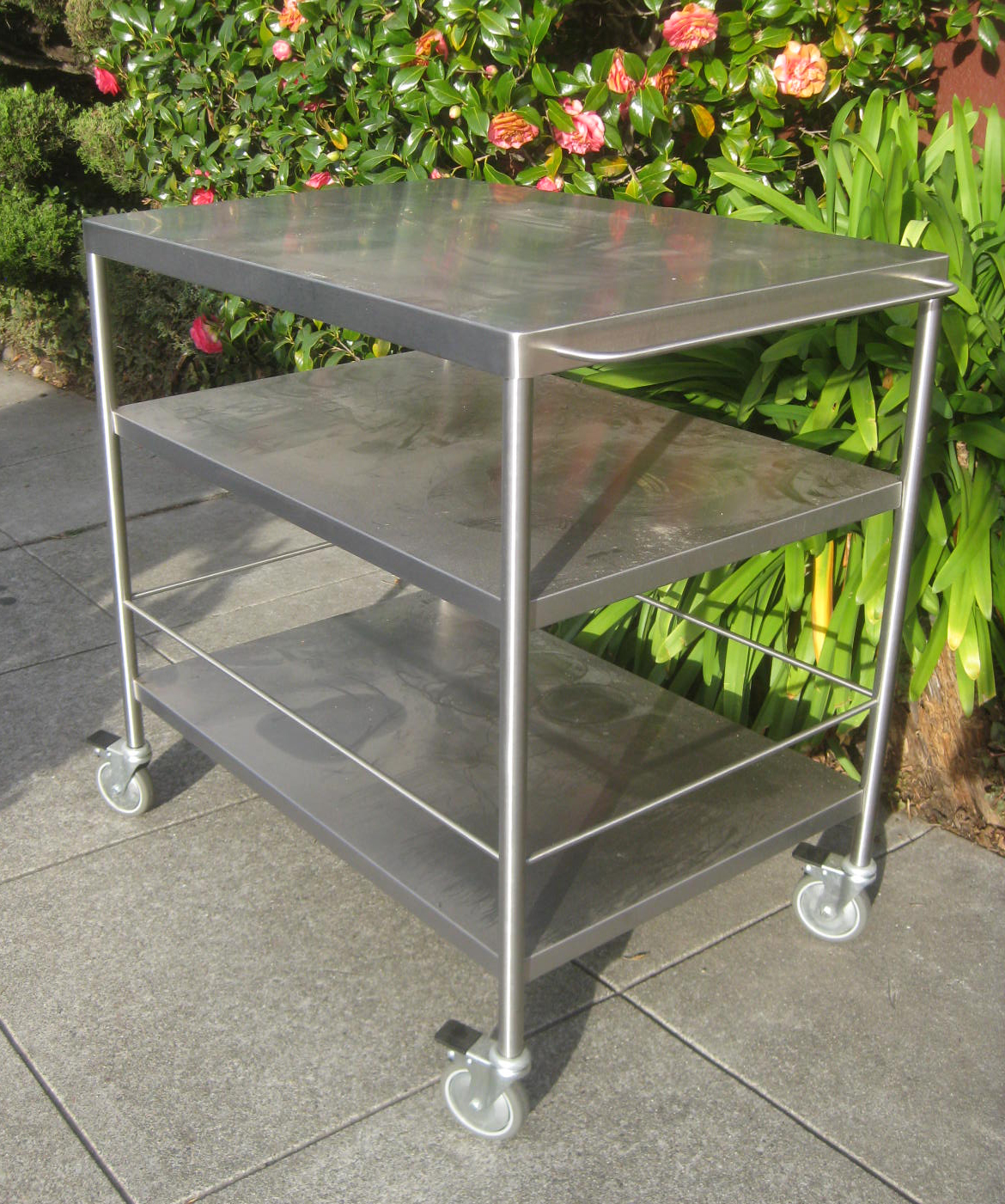 Uhuru Furniture Collectibles Sold Rolling Metal