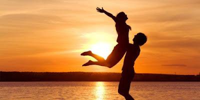 كيف تستعيد حبيبتك السابقة في 10 خطوات,شاب وبنت لحظة الغروب يحملها,gay and a girl sunset carry her