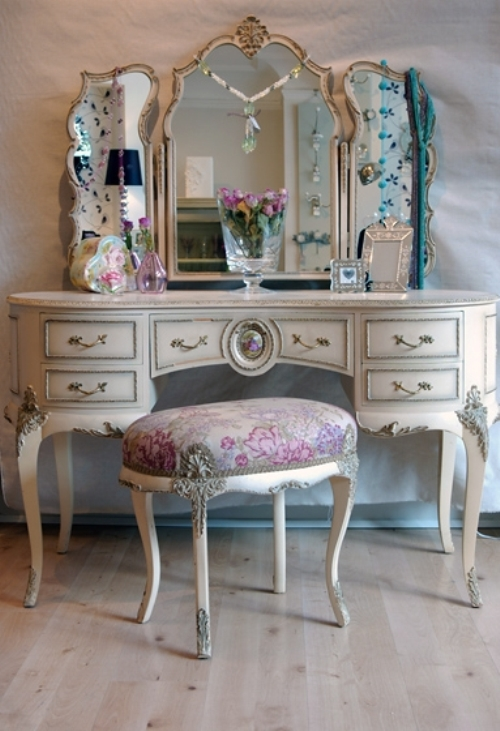 Makeup Vanity Table Bed Bath And Beyond For makeup junkies collectors like myself on of the biggest problems ...