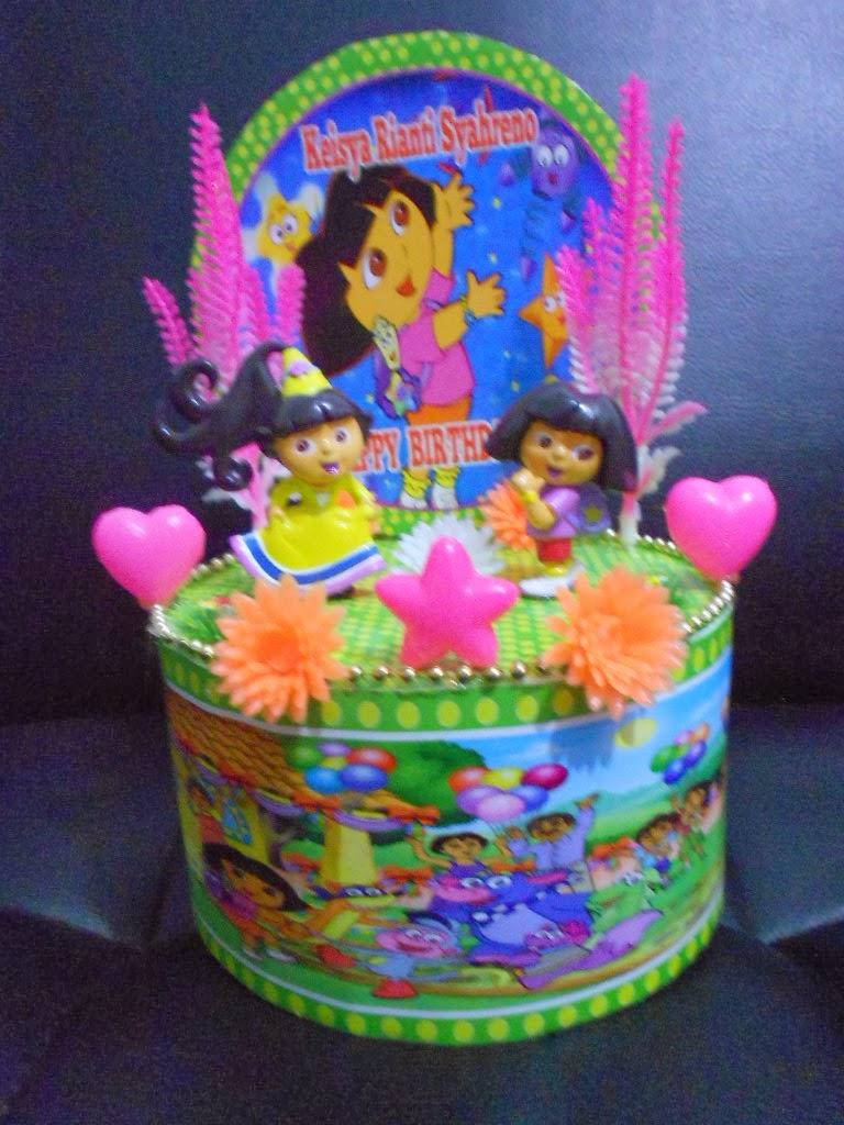 Hiasan Kue ultah Tingkat Dummy + Background Dora The Explorer