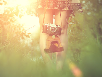 Old Style Camera Holding Girl Sunlights Photography Desktop Wallpaper