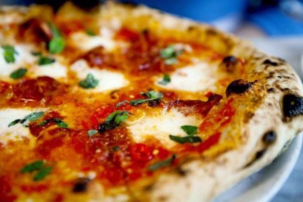 PENCURI PIZZA BAYAR SEMULA PIZZA YANG PERNAH DICURI 13 TAHUN DULU