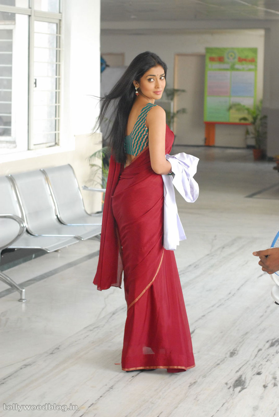 Shriya Saran in red saree as doctor - Shriya Saran Nuvva Nena movie Stills
