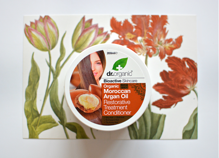 Healthy Glossy Hair | Dr Organic Restorative Treatment Conditioner Review. Cruelty-Free, Vegetarian and Vegan.