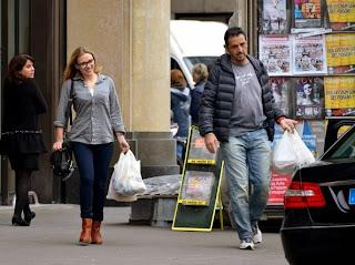 Insegura em Paris a atriz judia Scarlett Johansson volta para Nova York