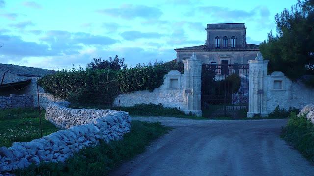 L' ingresso del casale