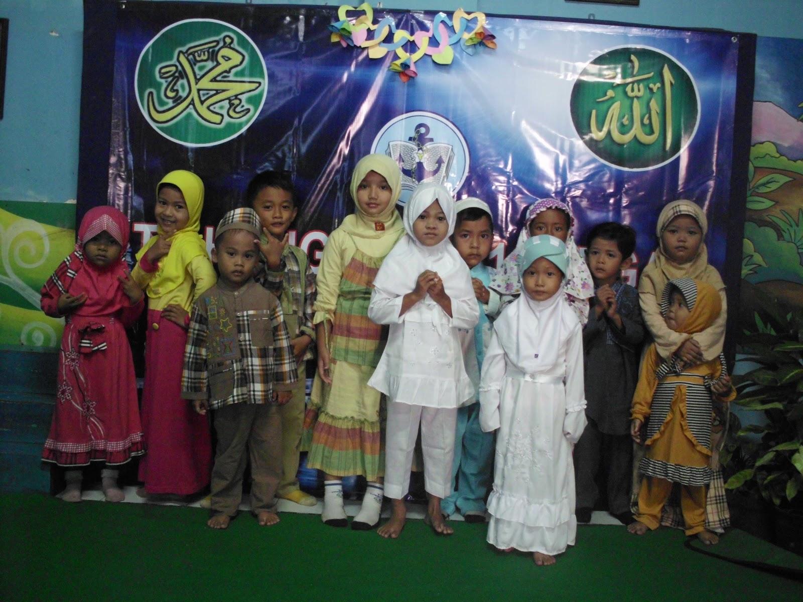 mengisi acara yaitu Pembacaan Surat AlFatihah dan Doa untuk Orang Tua