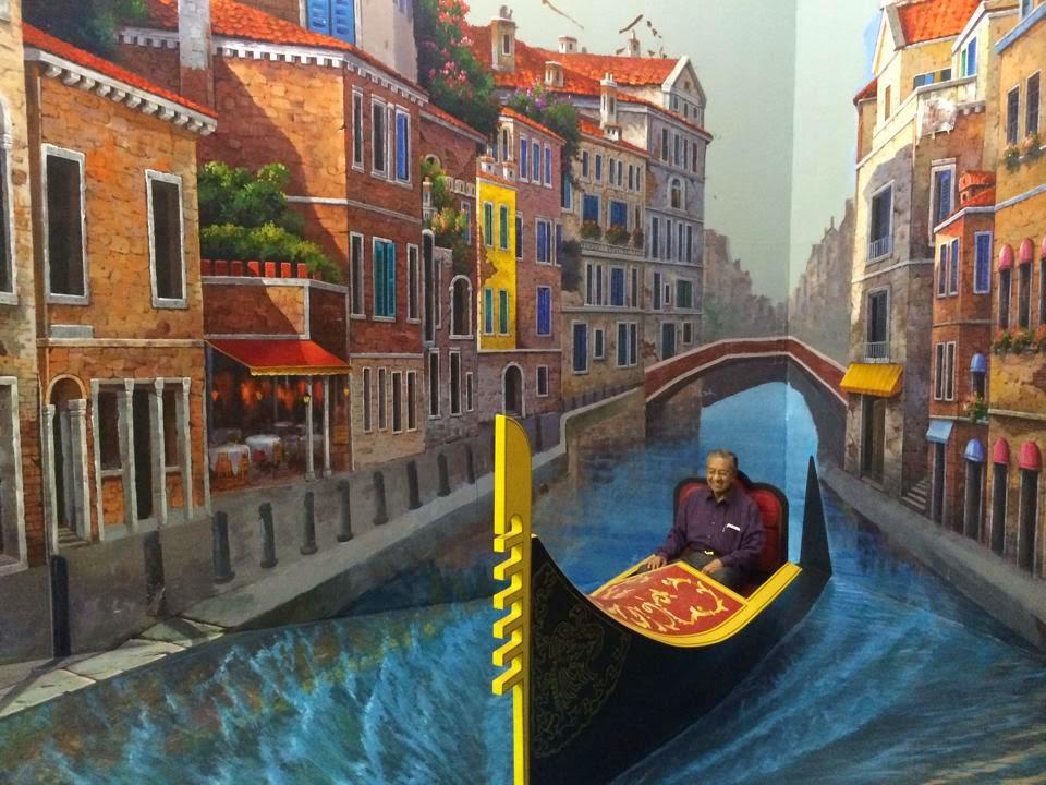 8 Gambar Aksi Mencuit Hati Tun M Dan Isteri Di Muzium 3D Langkawi