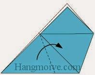 Bước 3: Gấp chéo cạnh tờ giấy theo chiều từ trái sang phải
