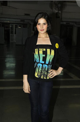 zarine khan, neha bhasintara sharma at wold no tobacco day concert actress pics
