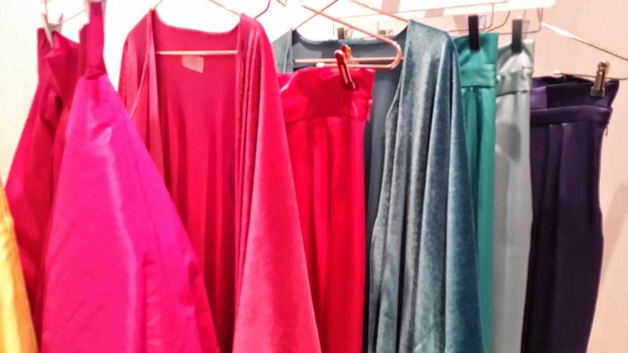 Coosy y Lola Li, street style, Colecciones O / I 2014/15, Fashionistas, drees, falda, botas, moda, cuero, El Blog de moda