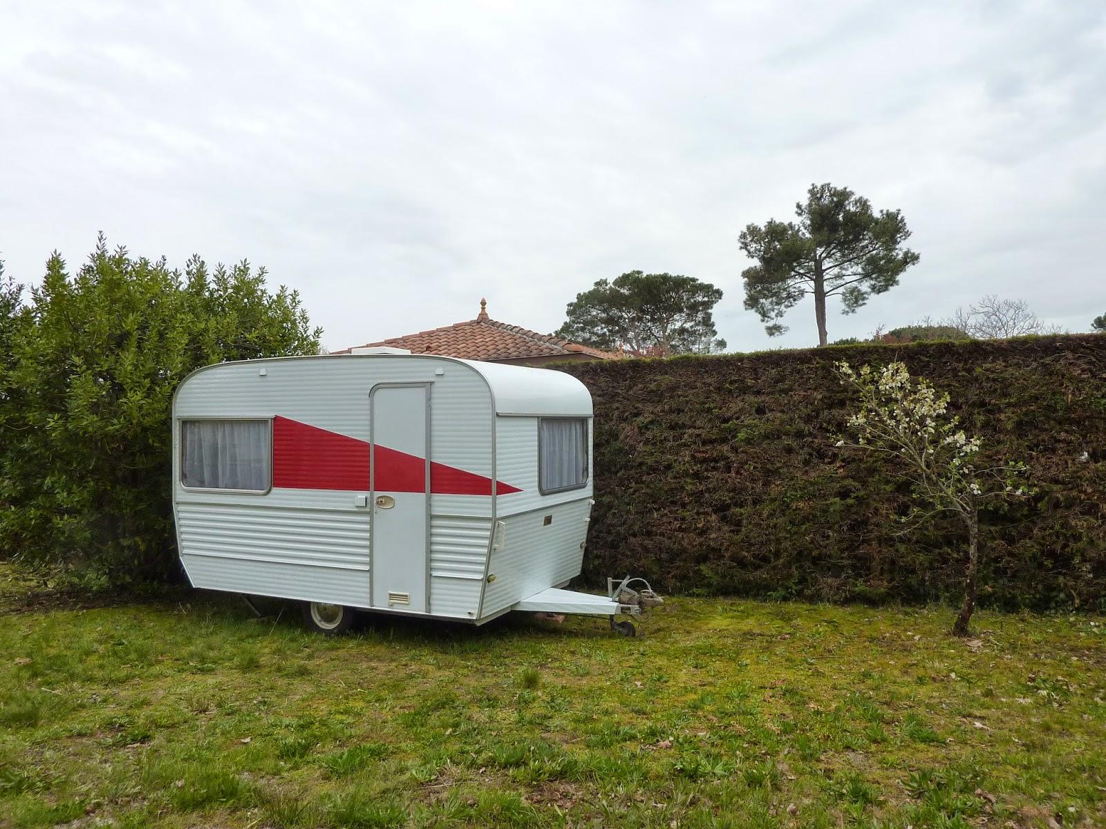 la famille cr ative pimp my caravane pisode 2 ext rieur. Black Bedroom Furniture Sets. Home Design Ideas