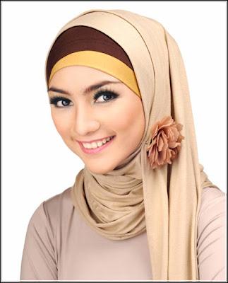 Memakai jilbab sesuai bentuk wajah