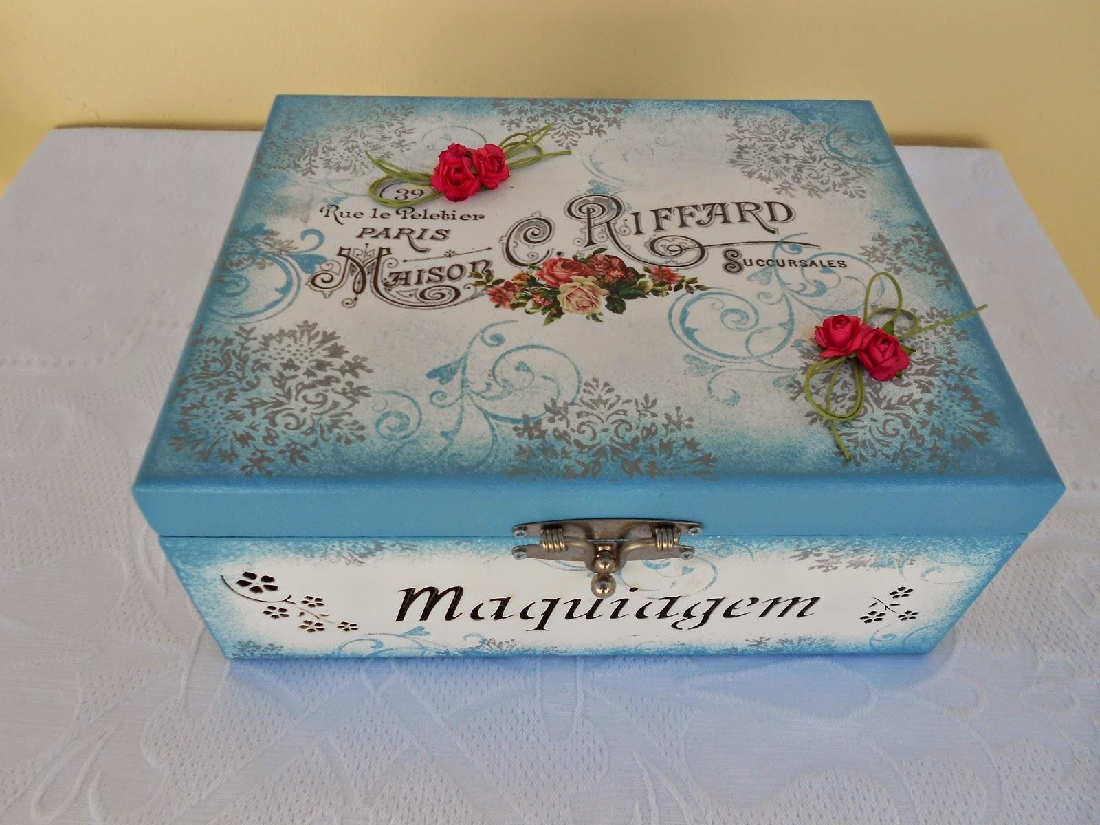Veja que bela caixa para você organizar suas maquiagens.Mais uma  #7A2C2E 1600x1200
