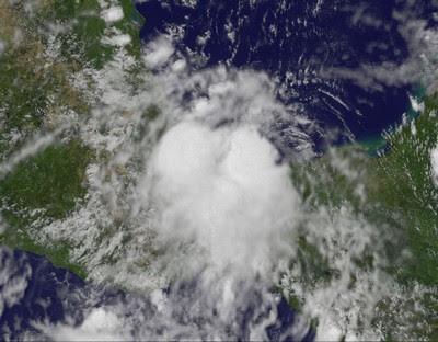 Tropisches Tief HARVEY überlebt Festland und formt sich neu - Sturmwarnung Veracruz, Südmexiko, 2011, aktuell, Atlantik, August, Golf von Mexiko, Veracruz,  Harvey, Hurrikansaison 2011, Mexiko, Oaxaca, Sturmwarnung, Chiapas, Tabasco