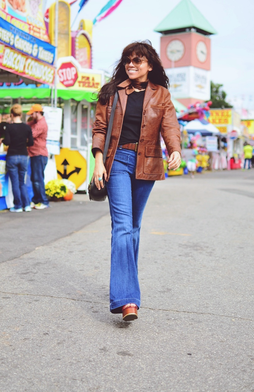 Flared jeans street style