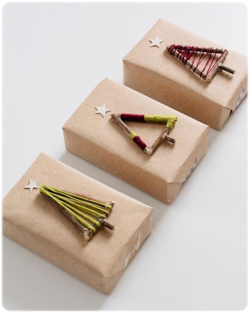 DIY envolver regalos árboles Navidad ramas