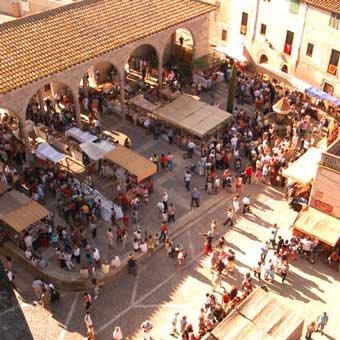 Bazar de tiendas Mercado-medieval-castellon-de-ampurias