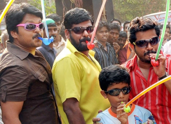 Thambi Vettothi Sundaram Movie Latest Stills Pics Photos leaked images