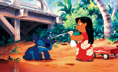 Lilo cleaning Stich Lilo & Stich 2002 animatedfilmreviews.filminspector.com