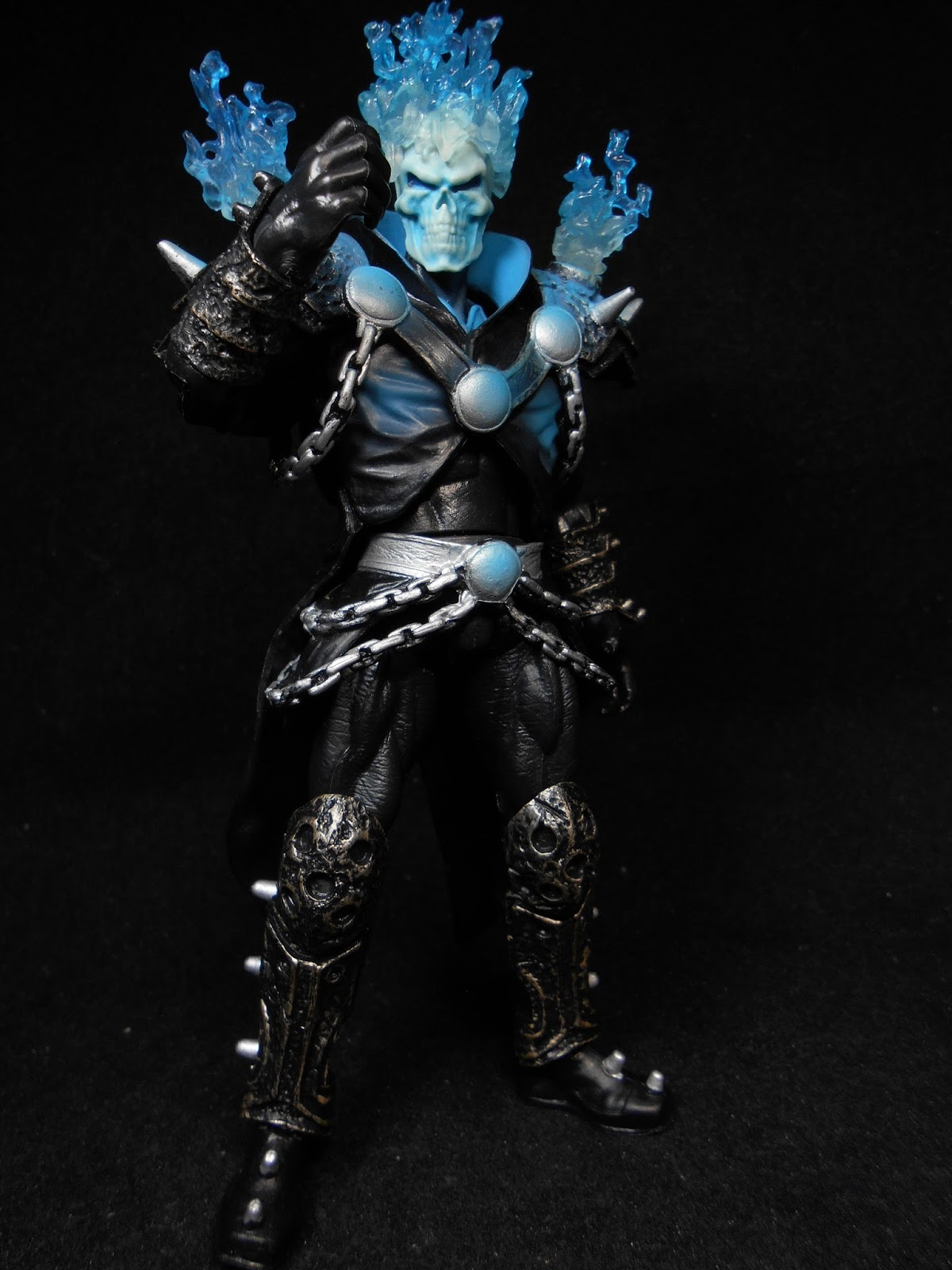 Review return of marvel legends ghost rider nights corner this ghost rider is actually danny ketch who is quite likely the most famous ghost rider among the fans but in his look as seen in the 2008 ghost rider solutioingenieria Choice Image