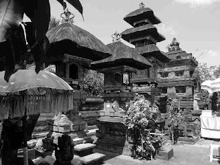 Antara Eksotis dan Magisnya Pura Petitenget Bali