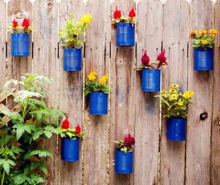 cara memanfaatkan kaleng bekas untuk vas tempel