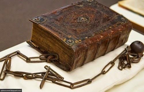 The Librije Perpustakaan Aneh Kesemua Buku Dirantai