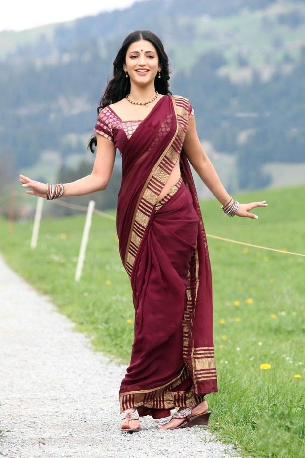celeb saree shruti hassan super hot saree look latest