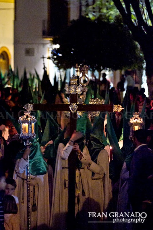 http://franciscogranadopatero35.blogspot.com/2014/12/la-hermandad-de-la-esperanza-viernes.html