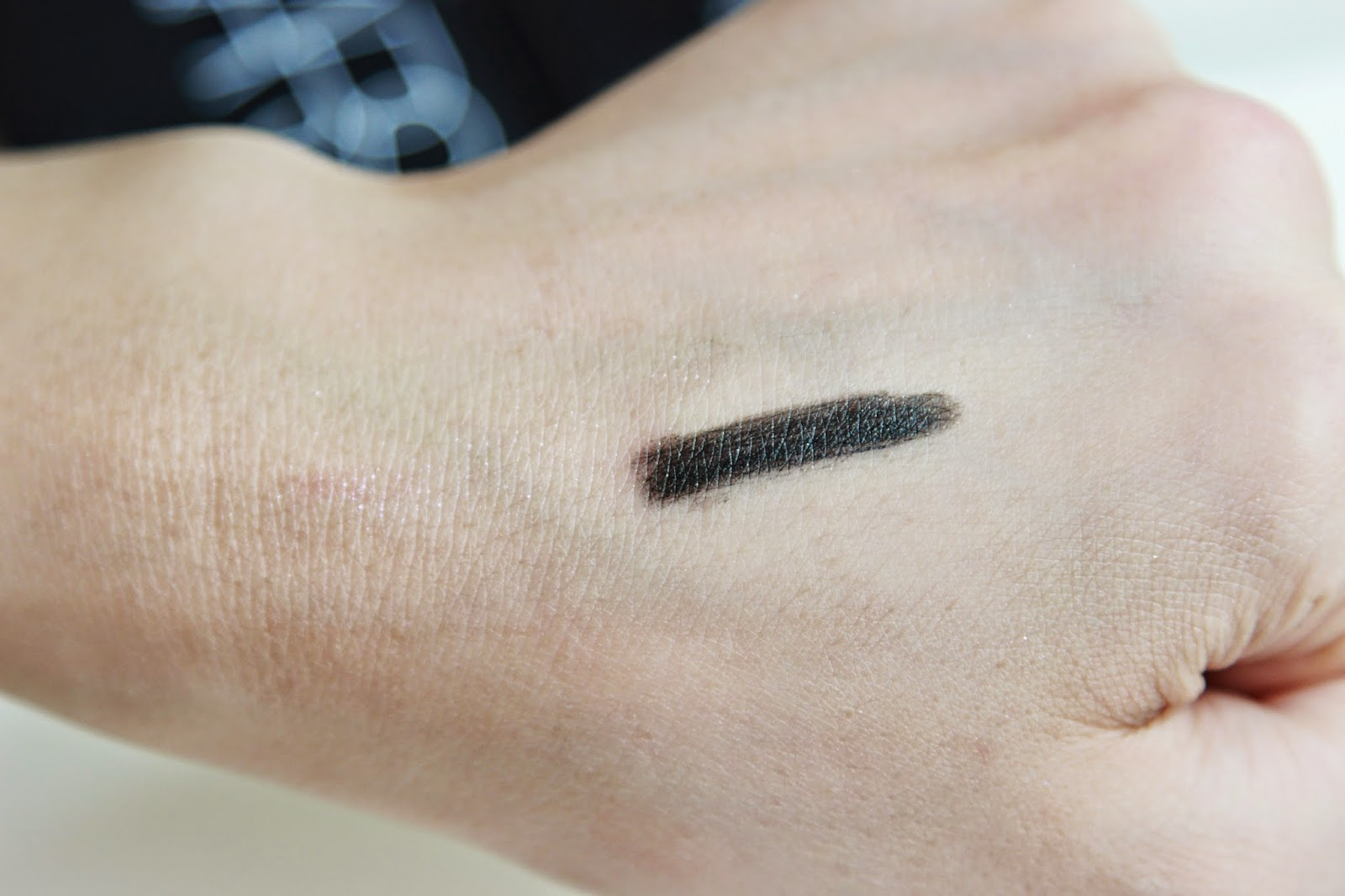 NARS Larger than life eyeliner night series swatch