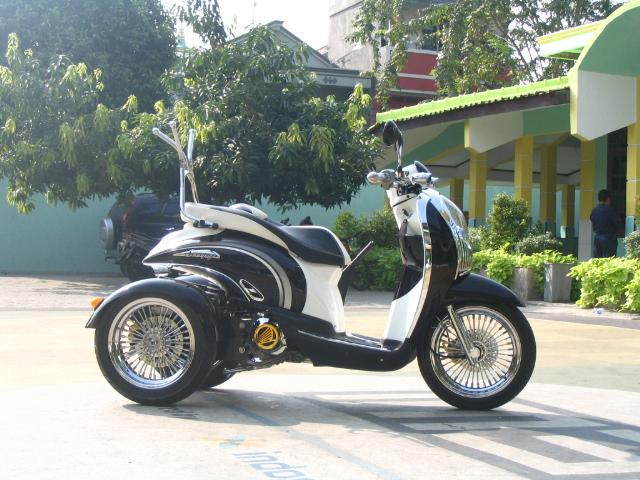 Ini motornya yang sudah di modifikasi oleh DOCTOR MATIC, Scoopy roda 3  title=