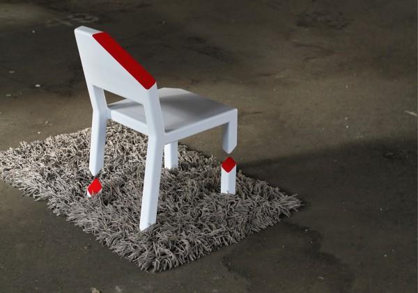 grey تصميم جديد لكرسي رائع ، تخيل أن تجلس على كرسي بثلاثة أرجل مكسورة !
