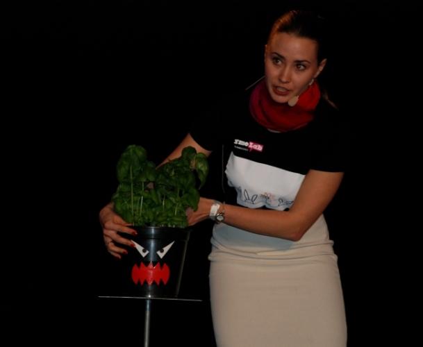 Joanna Bagniewska podczas krajowego półfinału FameLab 2014 - fot. www.granty-na-badania.com