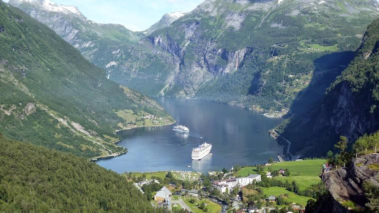 Geiranger, el pequeño pueblo al fondo del fiordo del mismo nombre que fue declarado Patrimonio de l