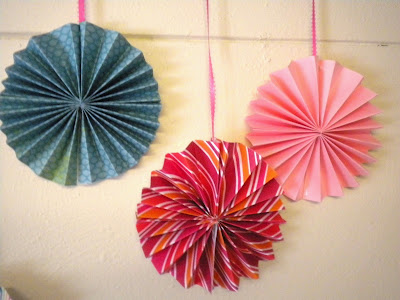Craft Ideas  Ribbon on Paper Crafts  Paper Fan Banner Tutorial   Crafts Ideas   Crafts For