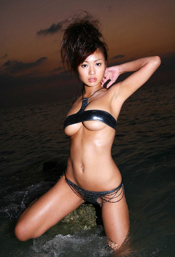 kana tsugihara hot bikini photos 01