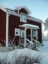 Mitt röda hus i vinterskrud