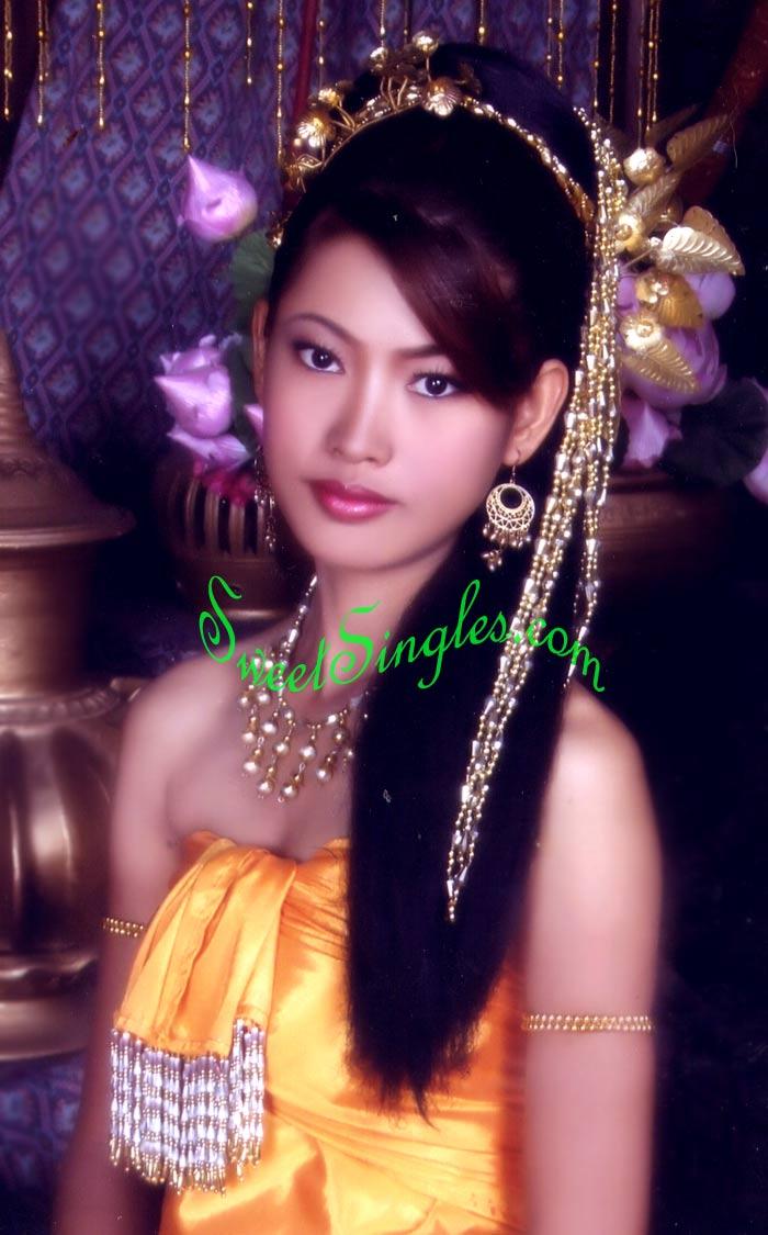 Elizabeth Thai Nude Photos 89