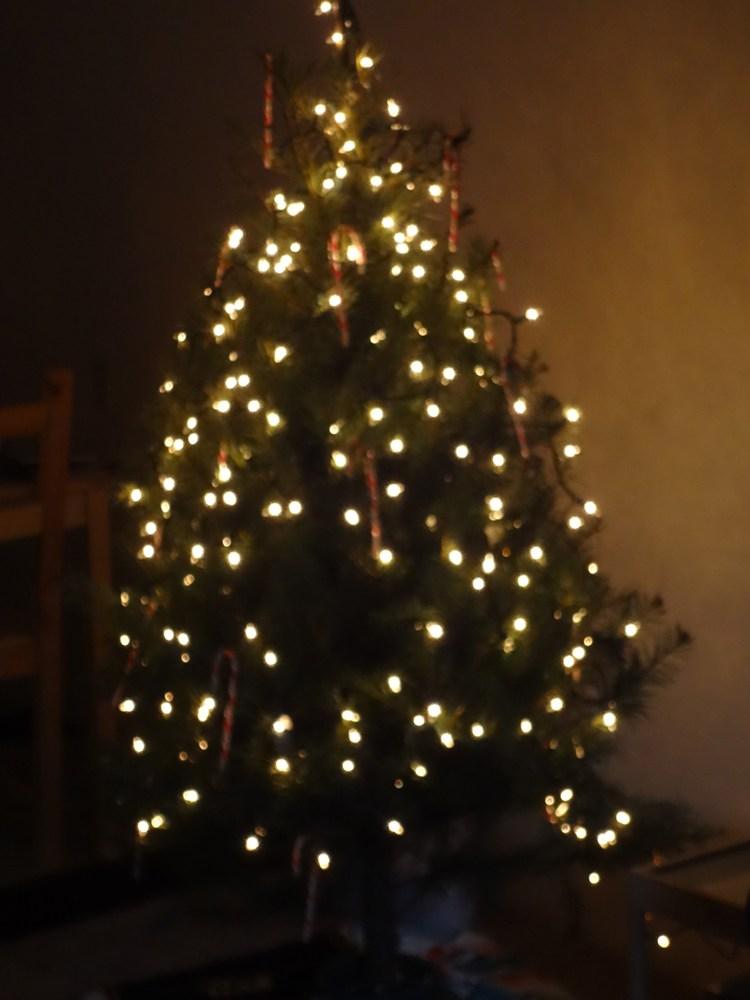 Decorate Apartment Door Christmas