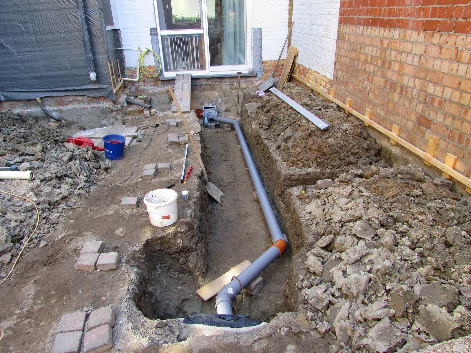 Verbouwing van ons ouderlijk huis riolering aanleggen dag 2 for Afvoerput tuin aanleggen