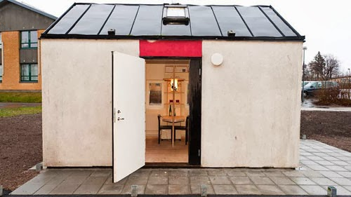 06-Front-Entrance-Lund-Swedish-Micro-House-12m²-www-designstack-co