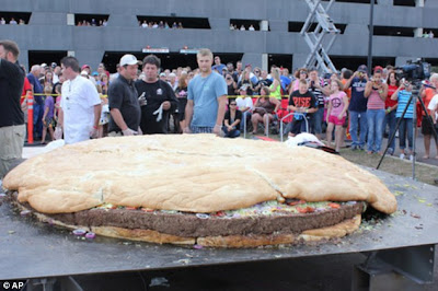 World's Largest cheeseburger, Minnesota casino cheeseburger, Giant cheeseburger picture, World's Largest cheeseburger photo, picture of Giant cheeseburger,  image of Giant cheeseburger, casino's Big Burger