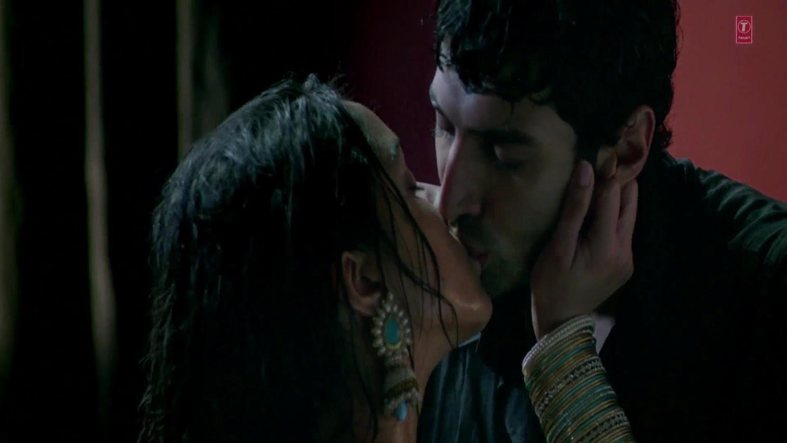 Best Wallpaper Movie Aashiqui 2 - Hot-Shraddha-Kapoor-Shakti-Kapoors-daughter-Aashiqui-2-kiss-in-HQ-4  Best Photo Reference_508619.jpg