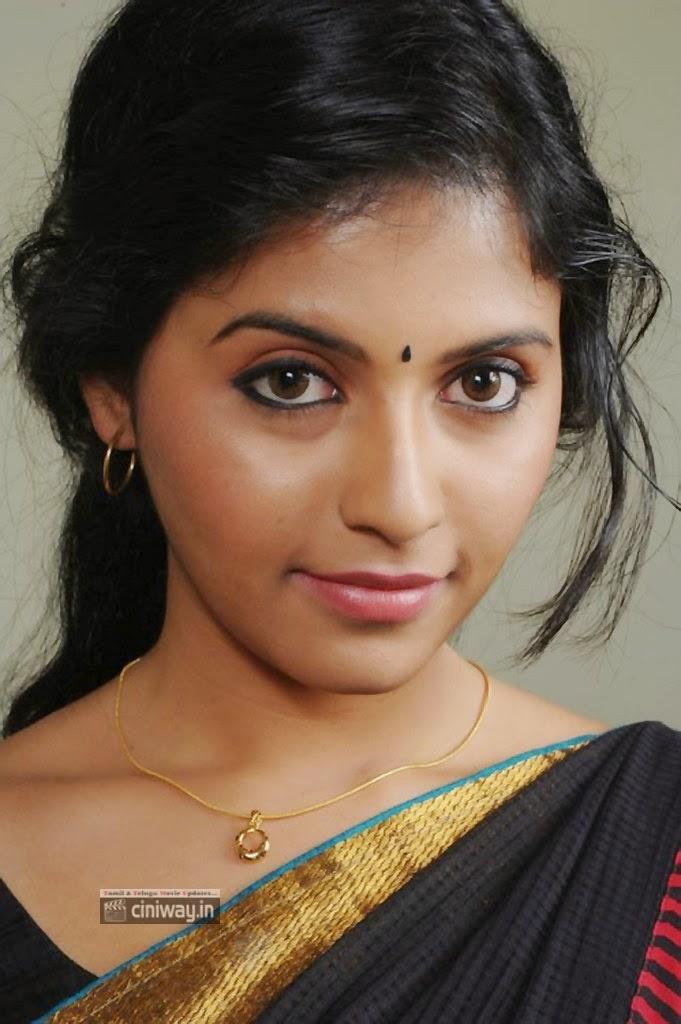 Anjali-Latest-Stills-in-Black-Saree